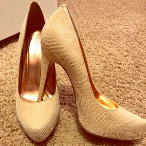Sexy Cream Platform Pumps